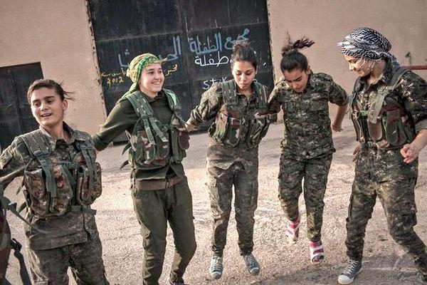 kurdish-women-fighters-4