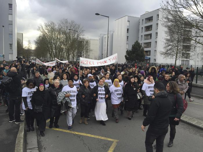 "Il corteo di protesta People march in the streets of Aulnay-sous-Bois, north of Paris, France, holding a sign reading ""Justice for Theo"" during a protest, a day after a French police officer was charged with the rape of a youth, Monday, Feb. 6, 2017. One French police officer has been charged with raping a 22-year-old man and three others have been charged with assault after an identity check degenerated last week in the Paris suburb of Aulnay-sous-Bois. (ANSA/AP Photo/Milos Krivokapic) [CopyrightNotice: Copyright 2017 The Associated Press. All rights reserved.]"